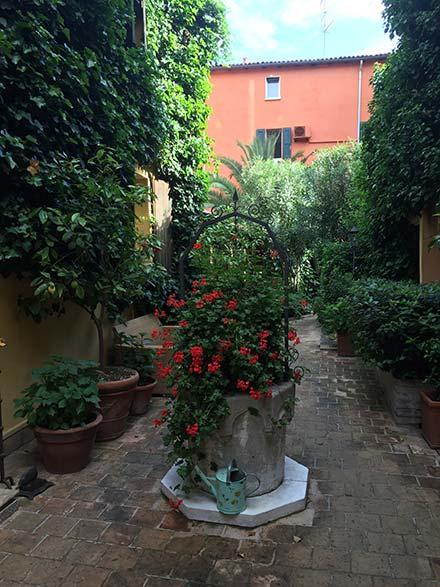 1_innenhof-hotel-bologna_587